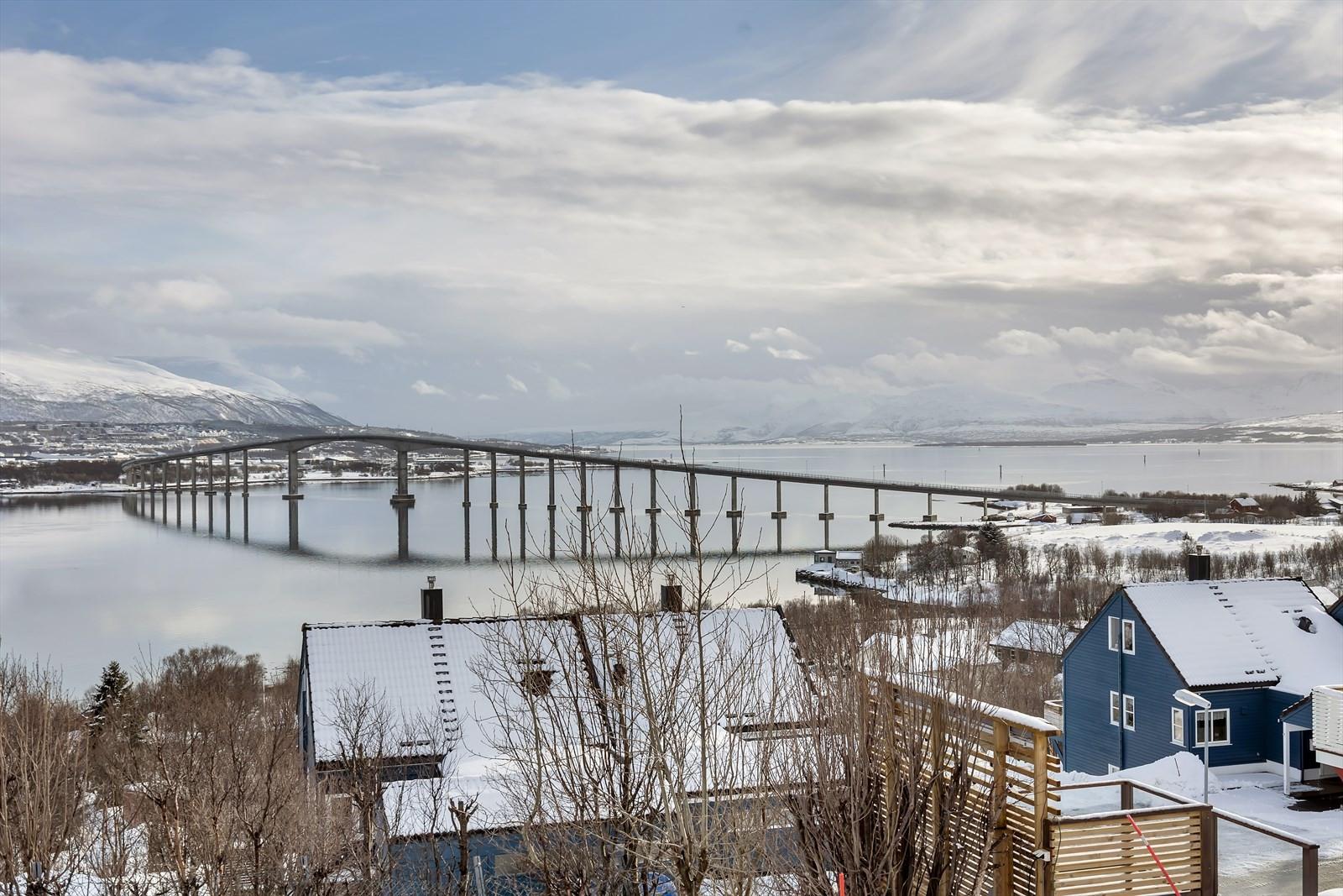 Fantastisk utsikt mot Sandnessundet og mot Tromsøya og fastlandet
