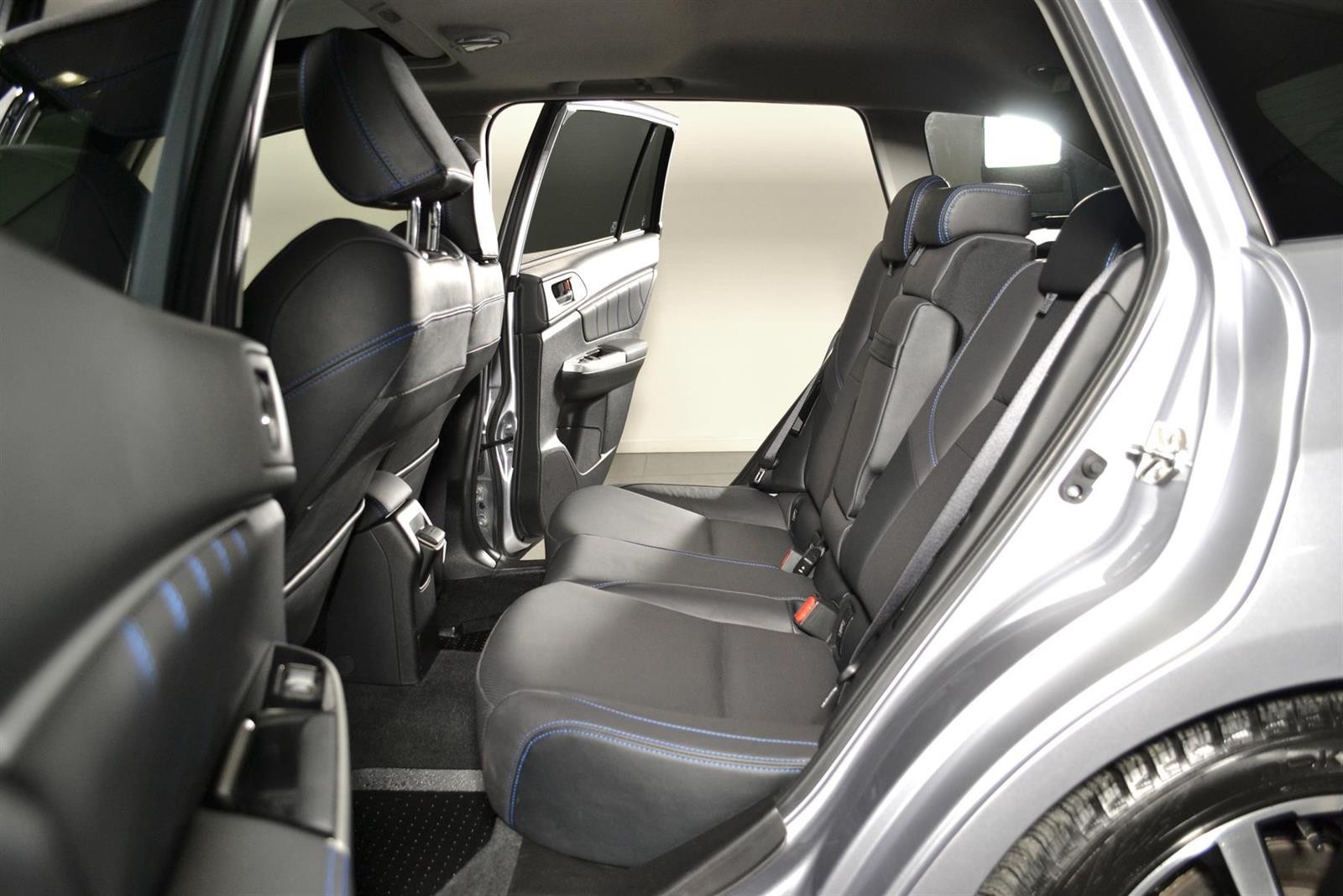 Subaru Levorg Slide 15