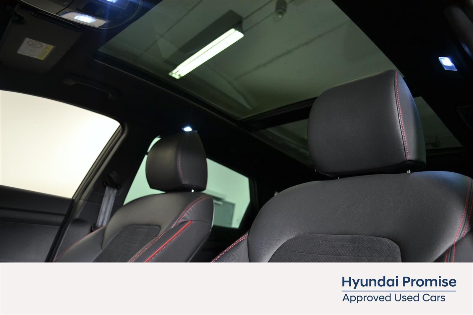 Hyundai Tucson Slide 18