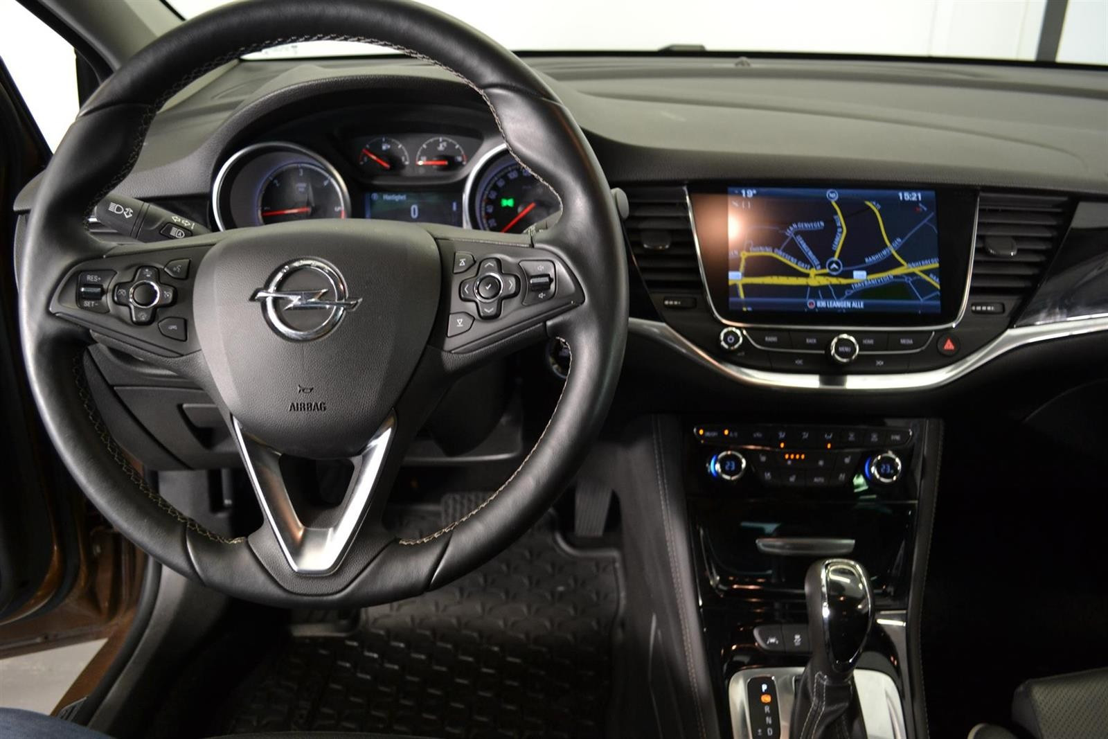 Opel Astra Slide 25