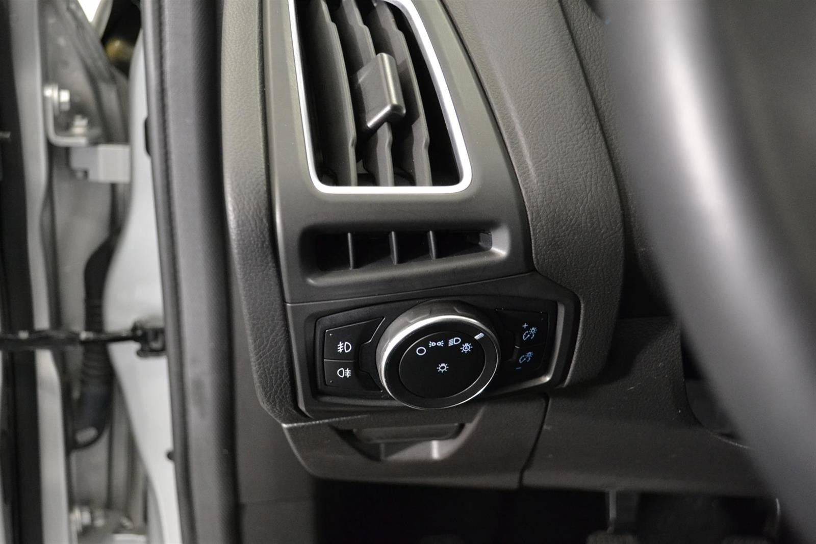Ford Focus Slide 16