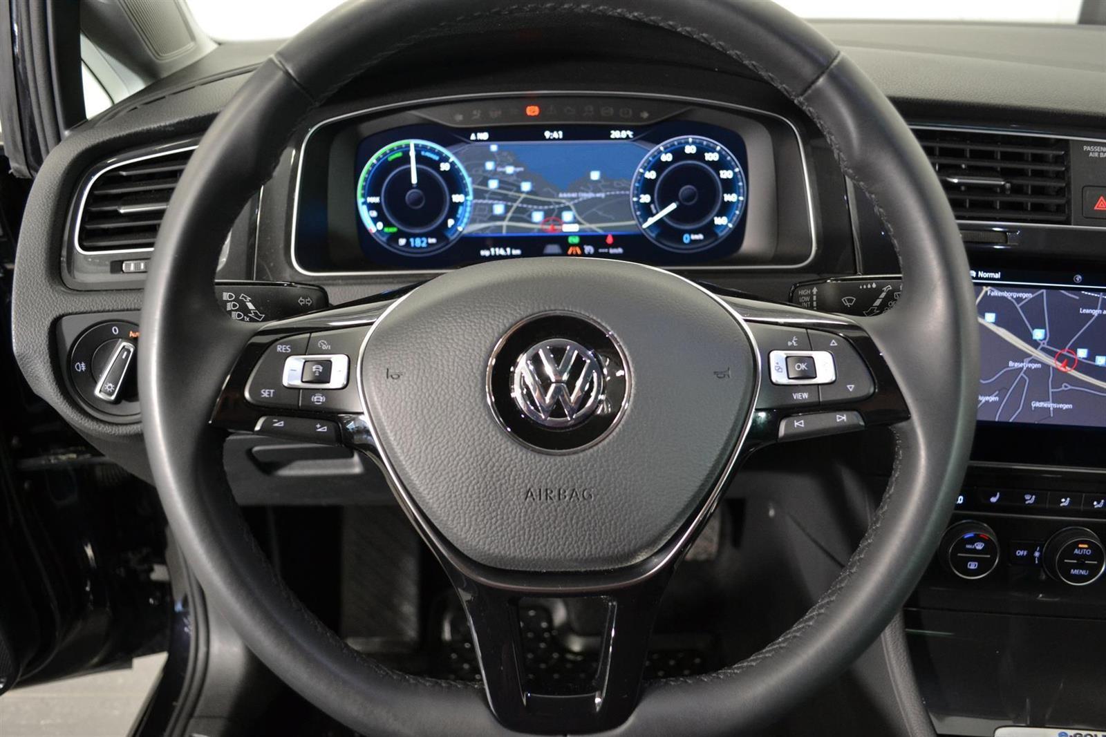 Volkswagen Golf Slide 13