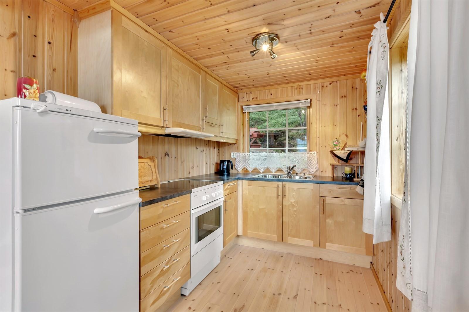 Hyttekjøkken med trefronter