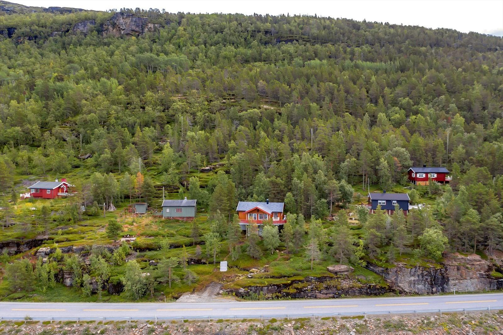 Hytta ligger i hyttefelt 3 km fra Skibotn