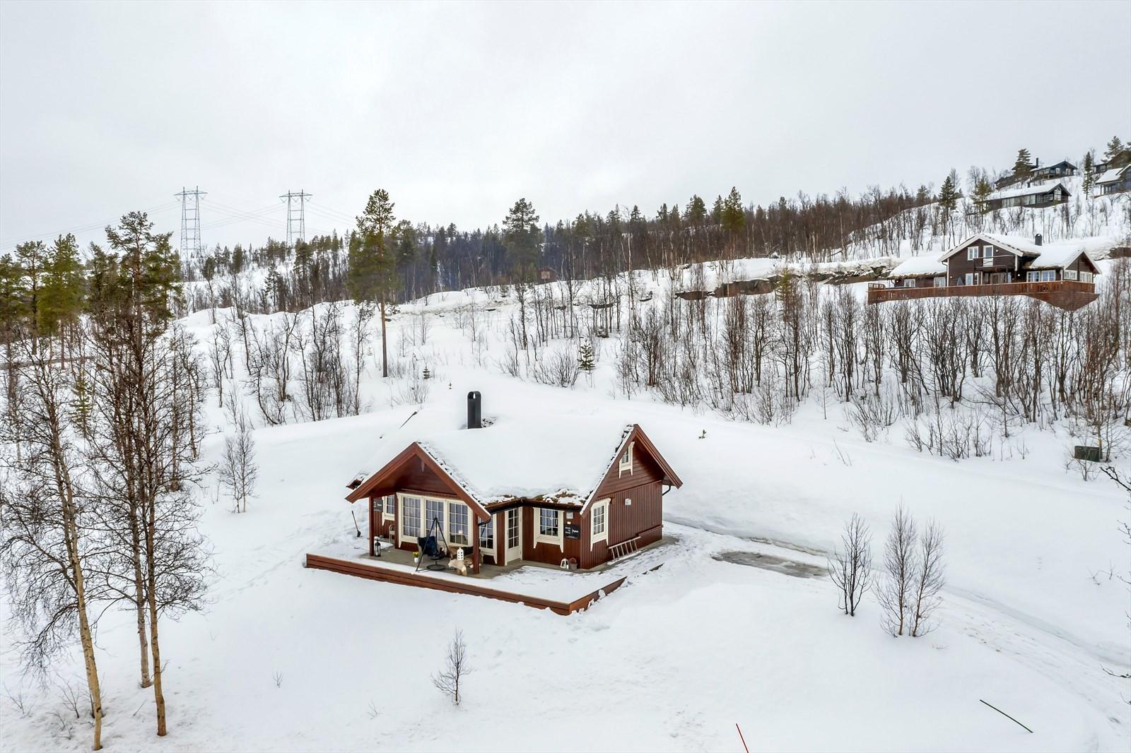 Hjem Eiendomsmegling AS v/ eiendomsmegler Robin I. Martinsen presenterer Tyttebærveien 1!