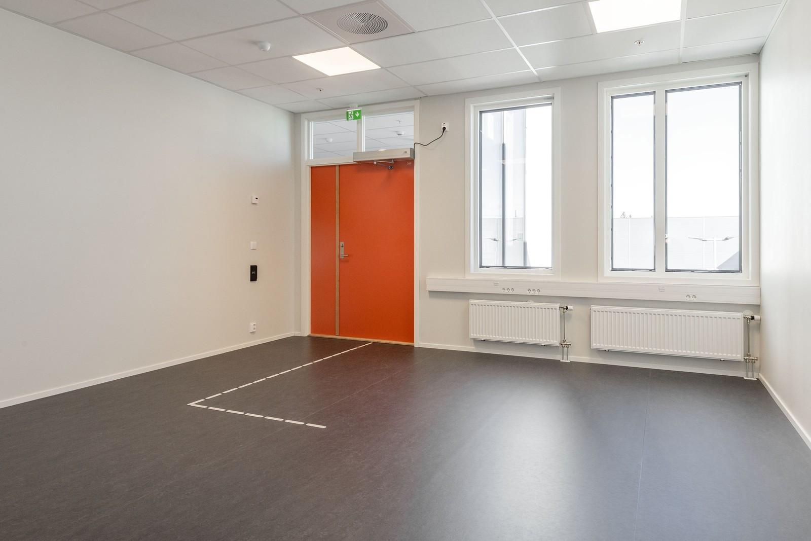 Kontorets inngangsparti kan nyttes til resepsjon, sosial sone eller kontor
