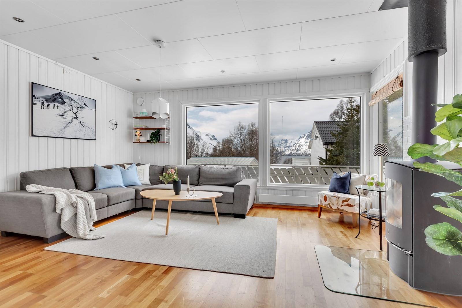 Stue med flott utsikt utover Ersfjorden