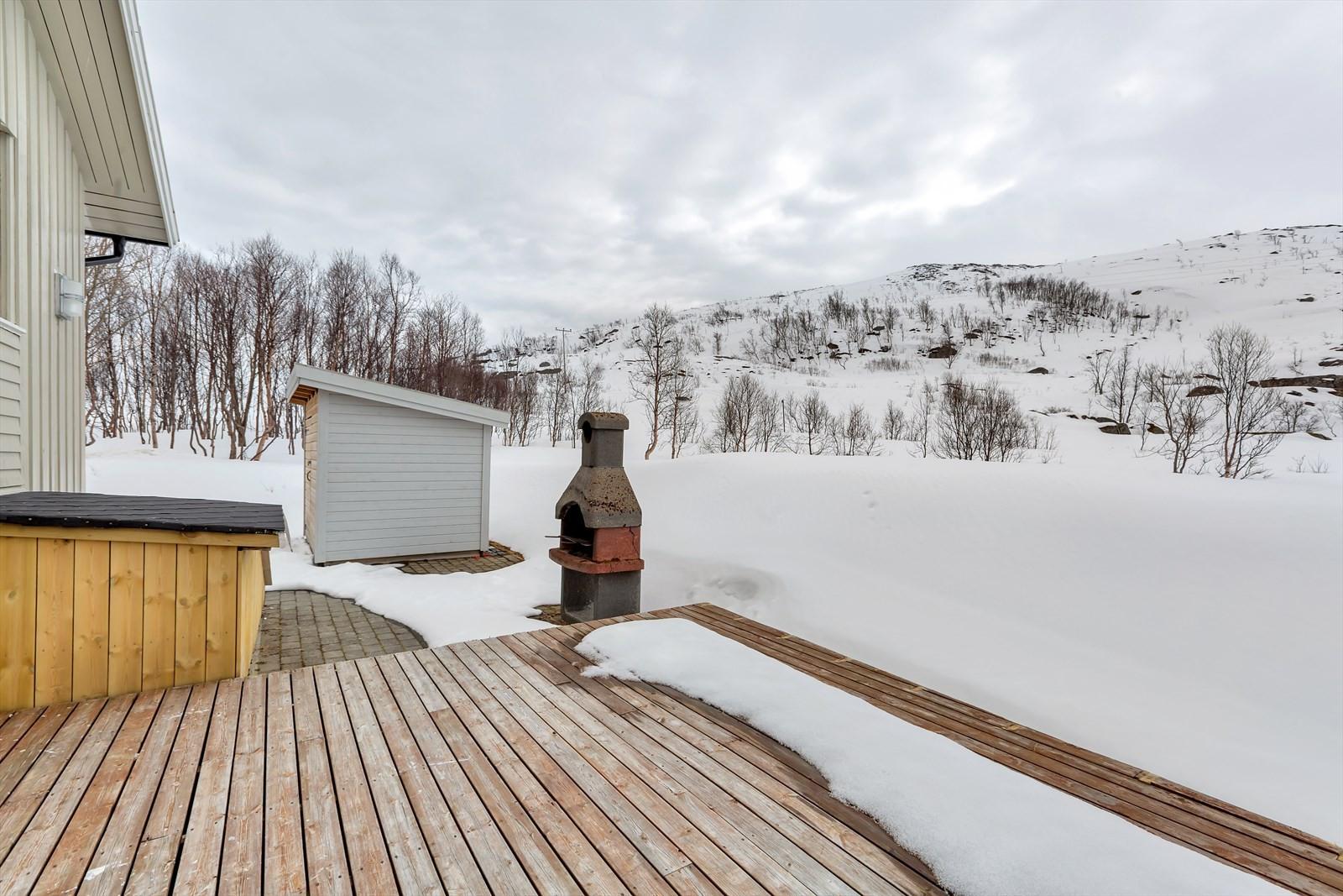 Fra eiendommen kan man ta seg en kjapp treningstur opp til toppen av Nattmålsfjellet