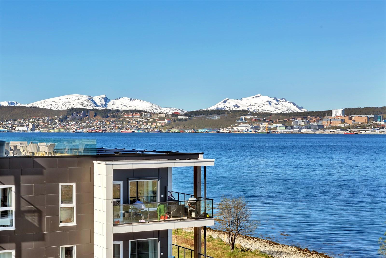 Nydelig utsikt mot deler av Tromsøya og Tromsøysundet!