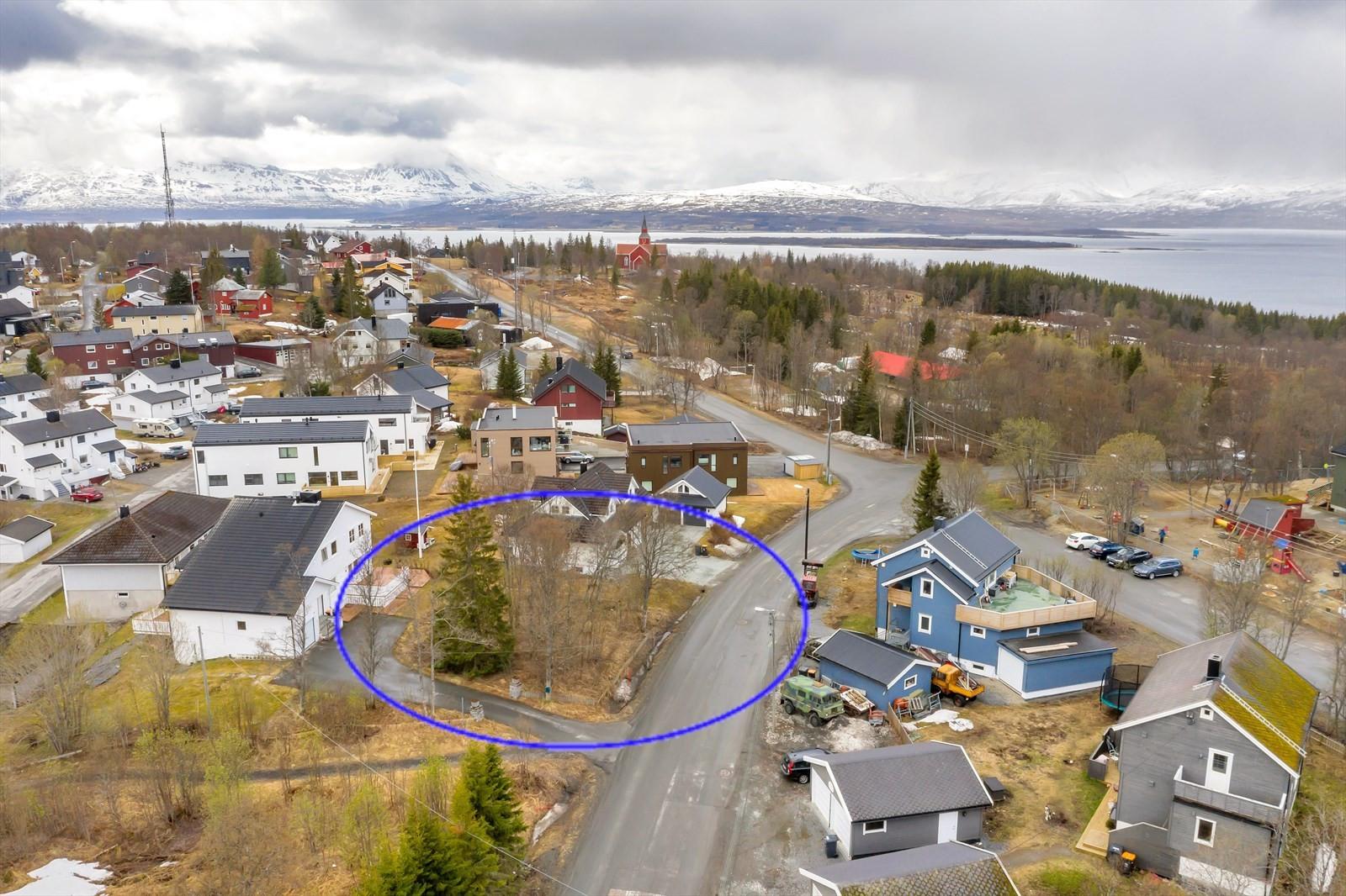 Hjem Eiendomsmegling AS v/ eiendomsmegler Robin I.  Martinsen presenterer boligtomt i Holtvegen 25!