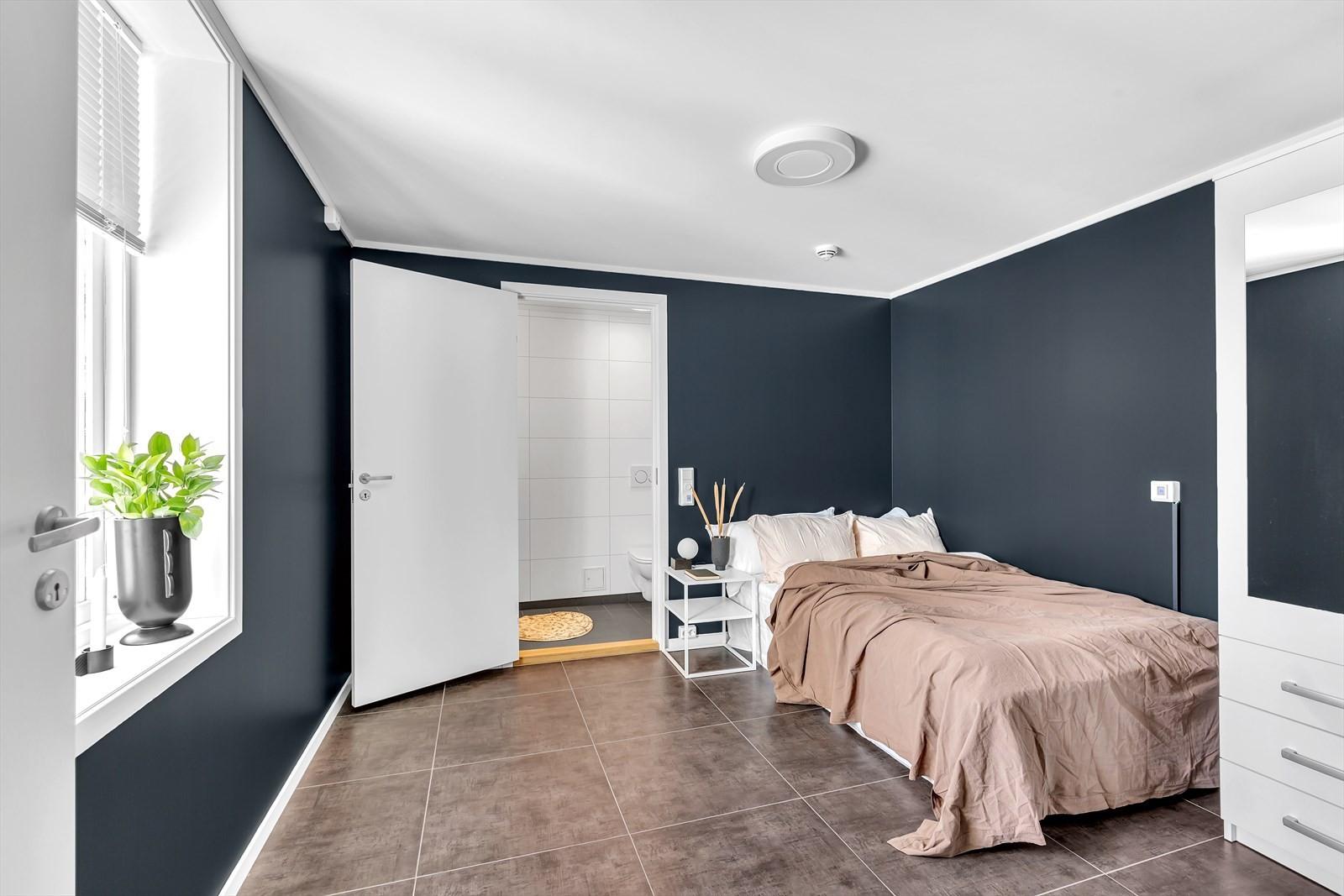 Rommet har egen bad