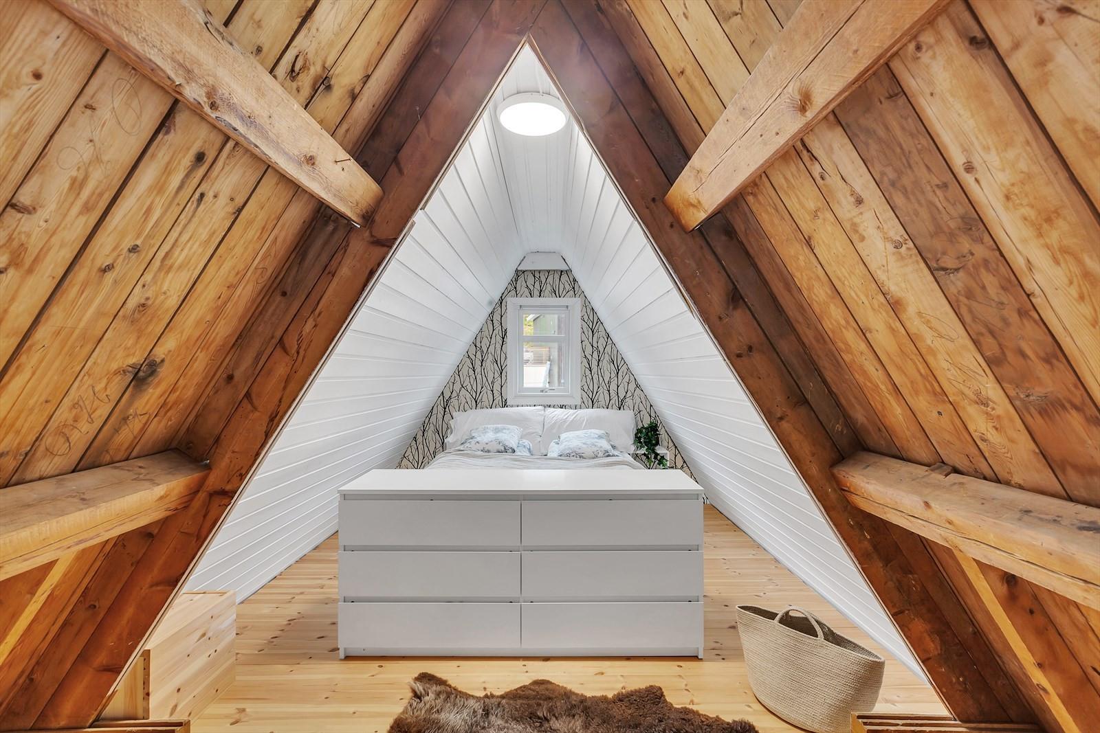 Det disponible rommet brukes i dag som soverom.