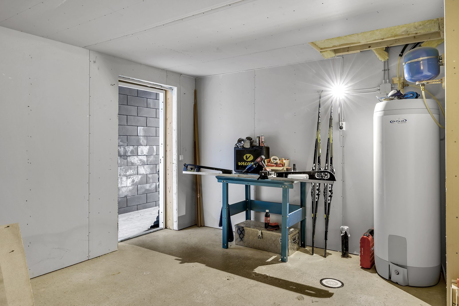 Stort disponibelt rom under garasjen