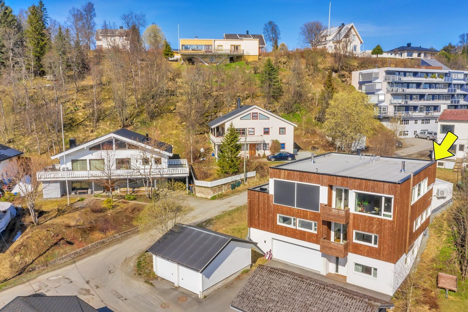 Rektor Qvigsatds Gate 30B er en flott og innholdsrik vertikaldelt bolig øvre del av Tromsø sentrum