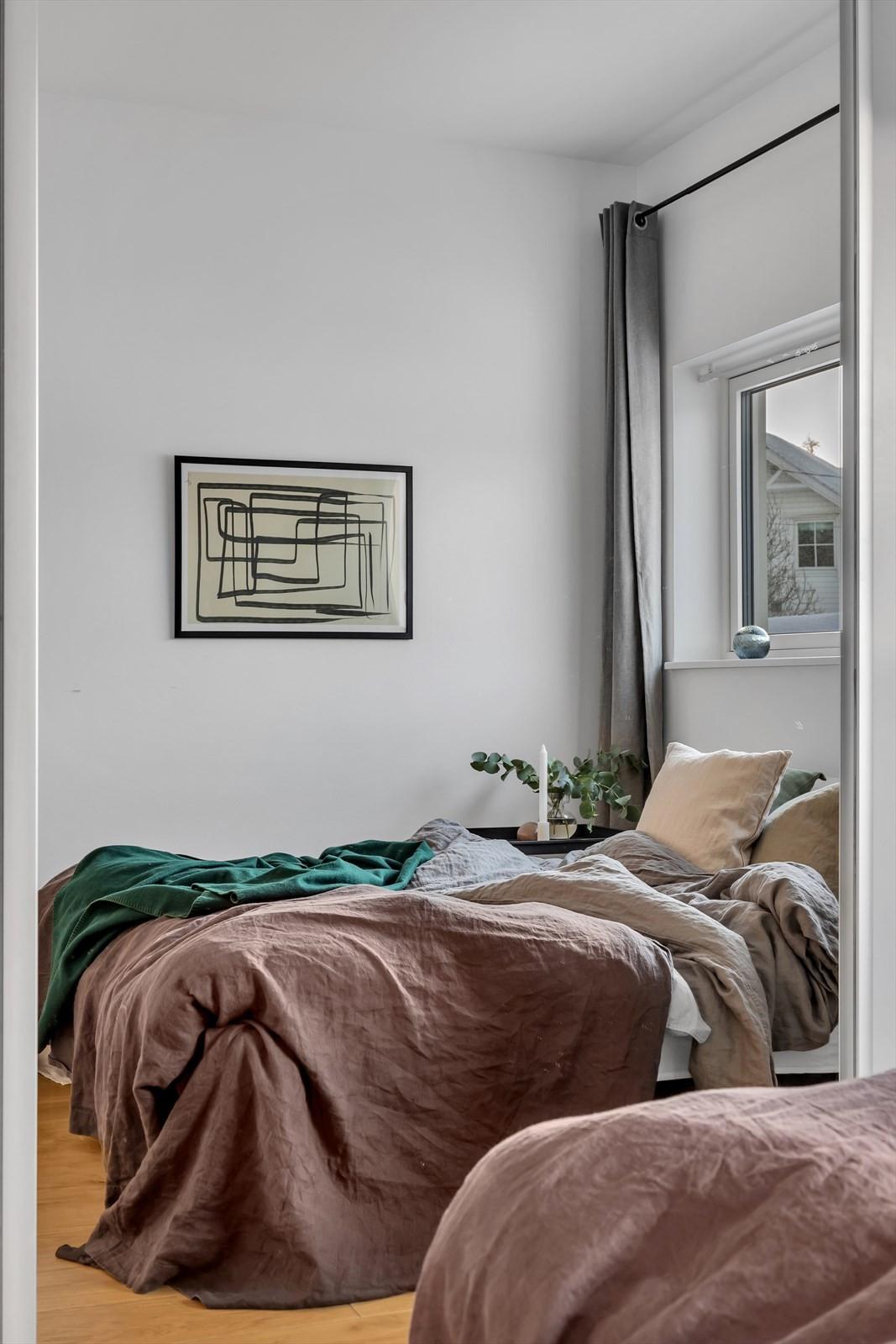 Hovedsoverommet er en on-suite, altså soverom med egen tilknyttet bad