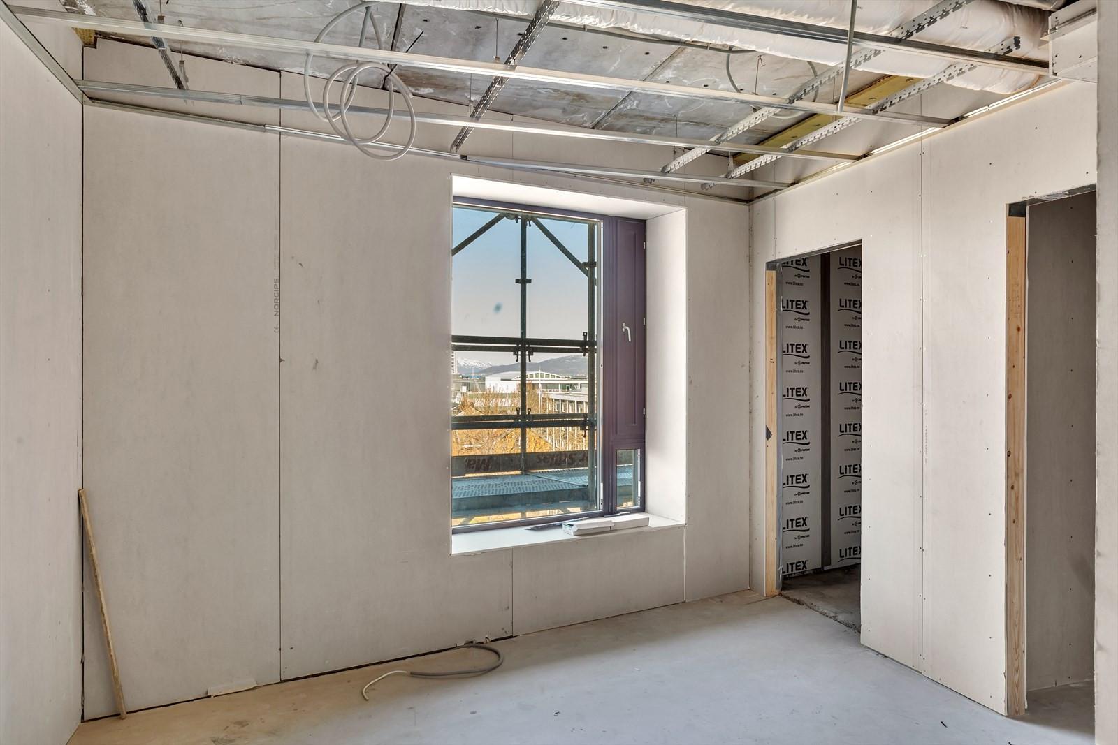 Utsikt mot nord fra soverom i leilighet 604 - eget bad og garderobe/bod  i tilknytning