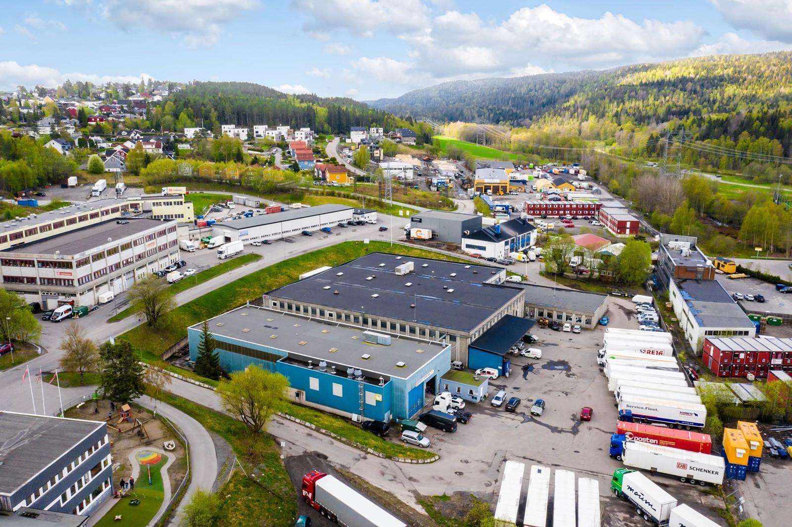 Eiendommen har god beliggenhet i Visperud næringspark