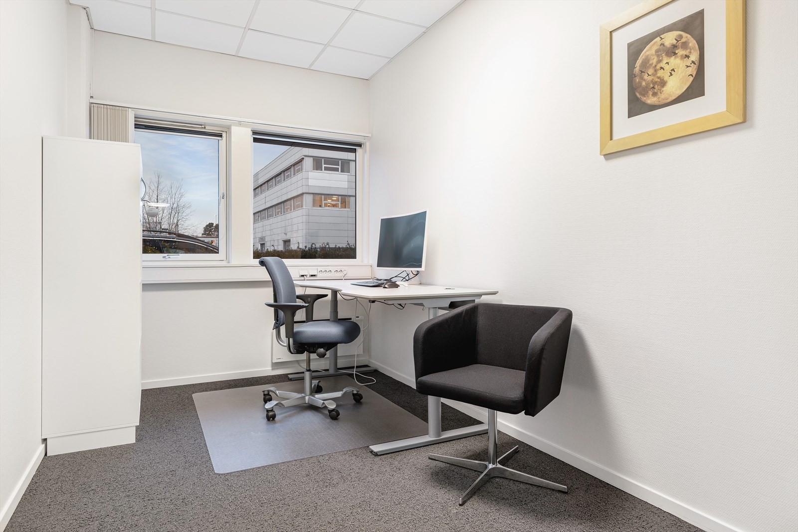 Lokalet er i dag blant annet inndelt med mange kontorer.