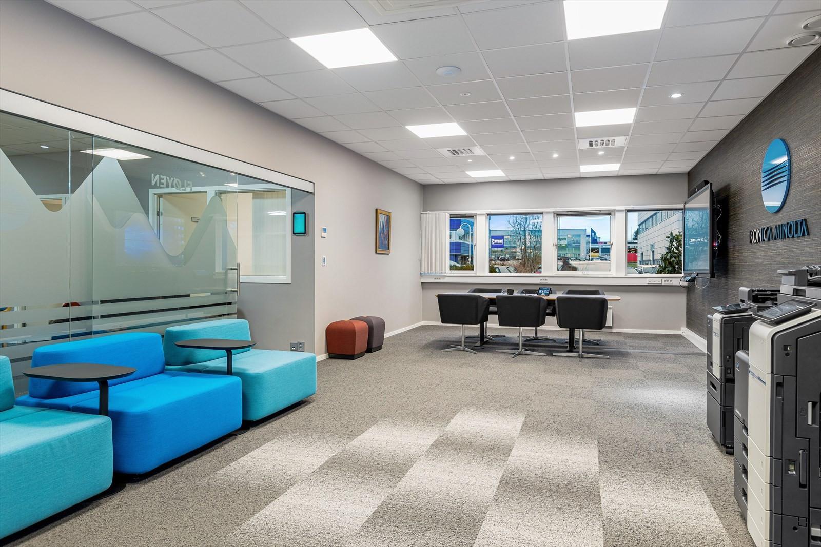 Moderne kontorbygg i Kokstaddalen 27.
