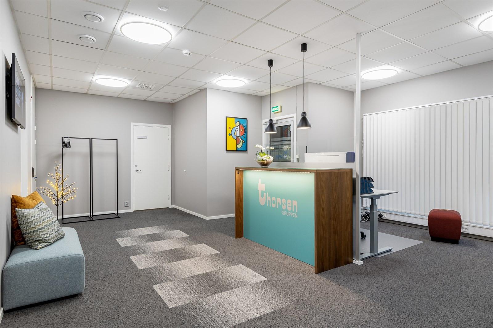 Resten av bygget består av moderne kontorlokaler som er utleid.