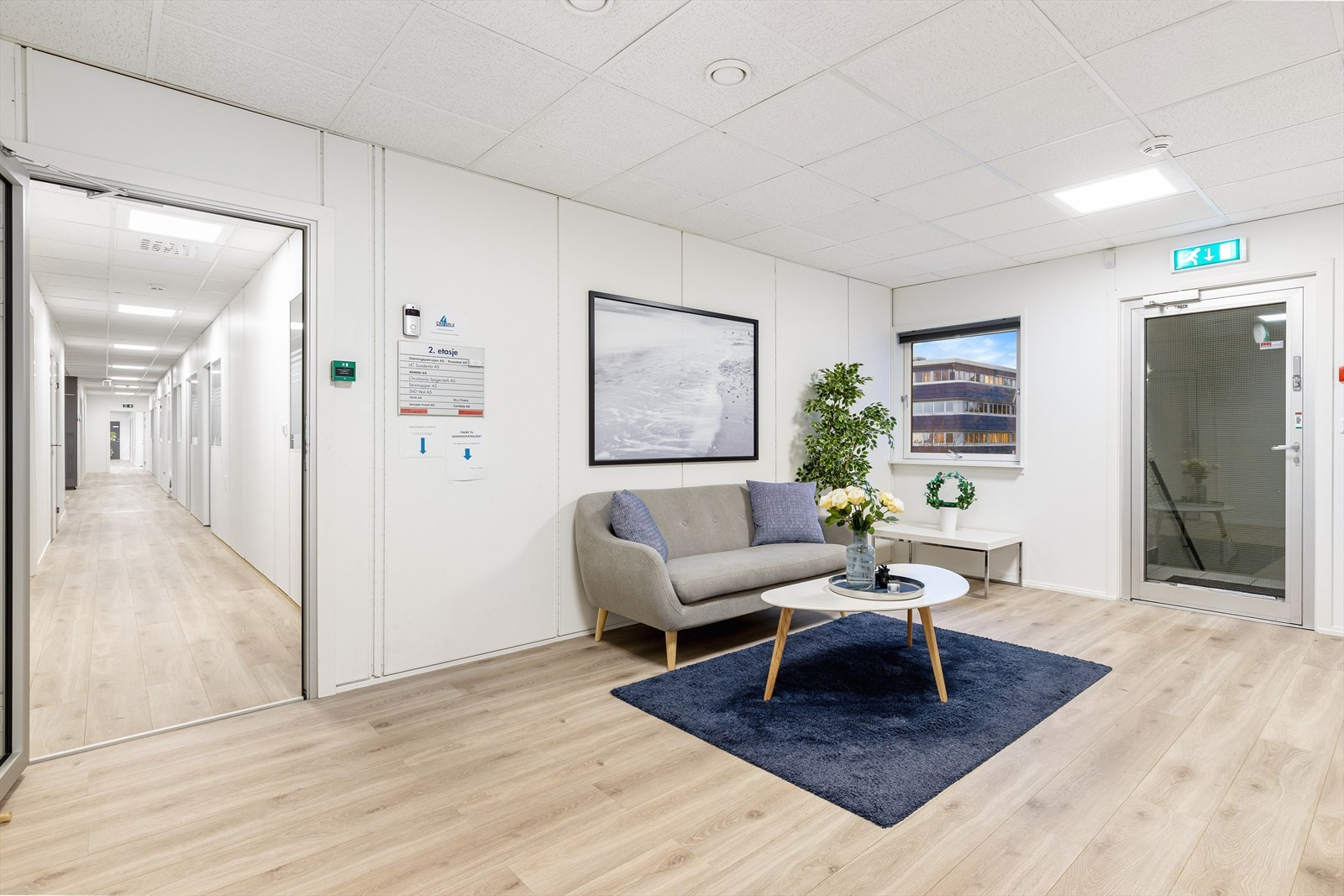 Bilder av tilsvarende lokaler i byggets første og andre etasje.