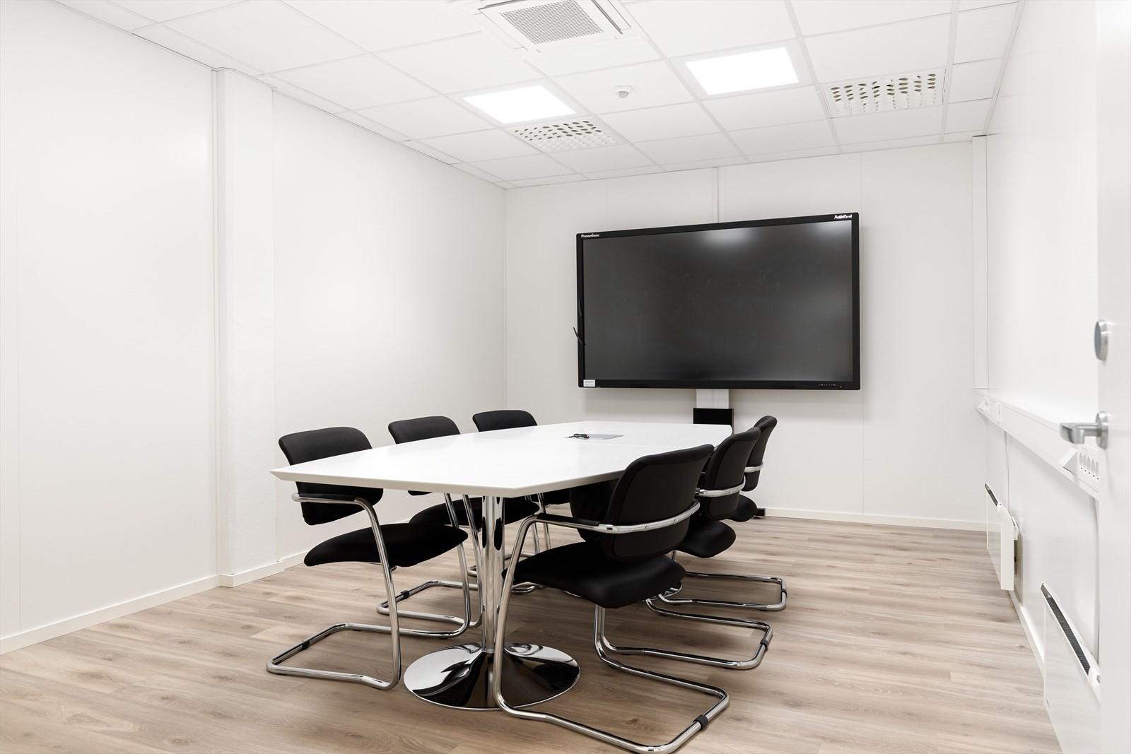 Bilde av konferanserom i tilsvarende type lokaler i bygget.