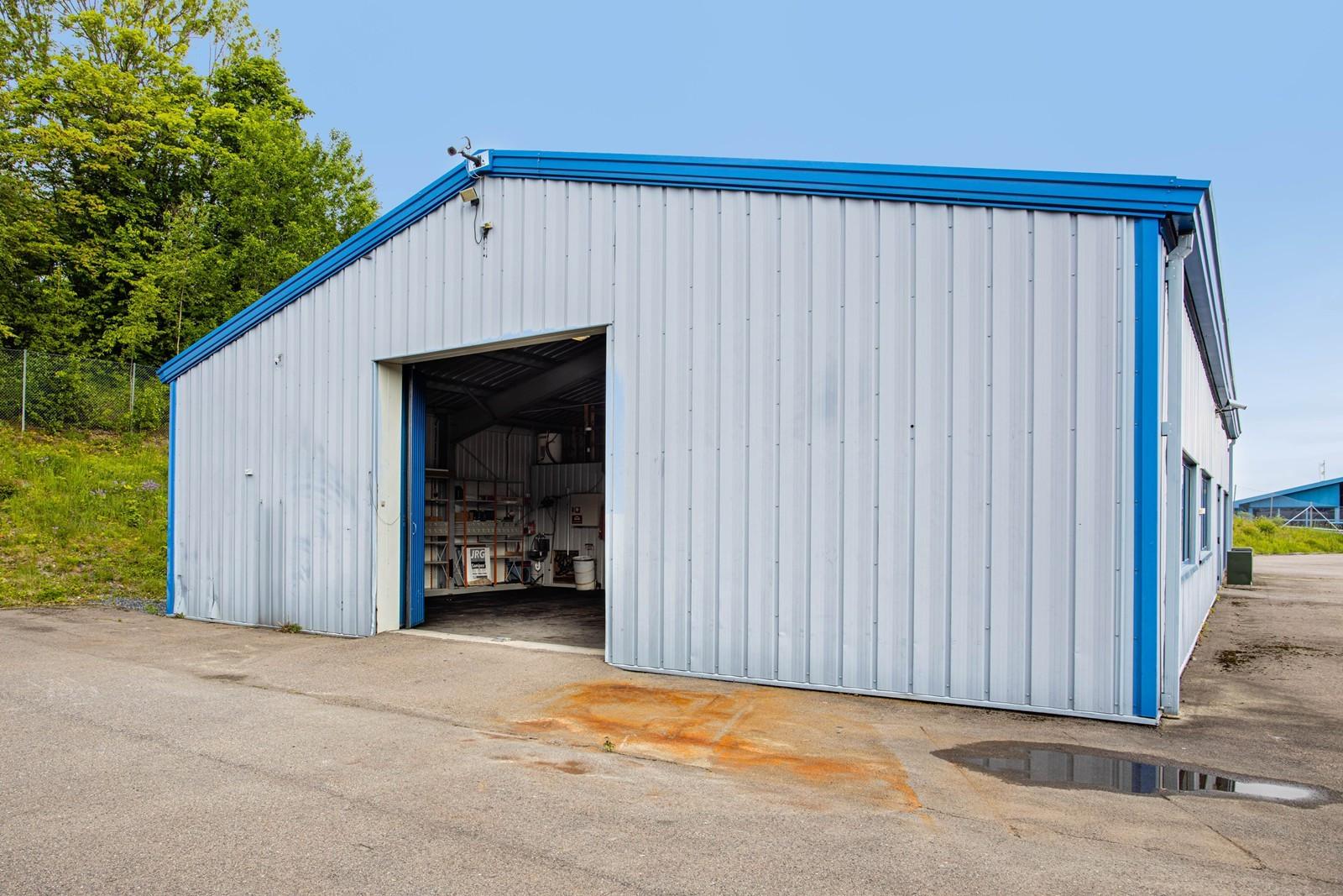 Stor og flat tomt som gir god innkjøring til verksted