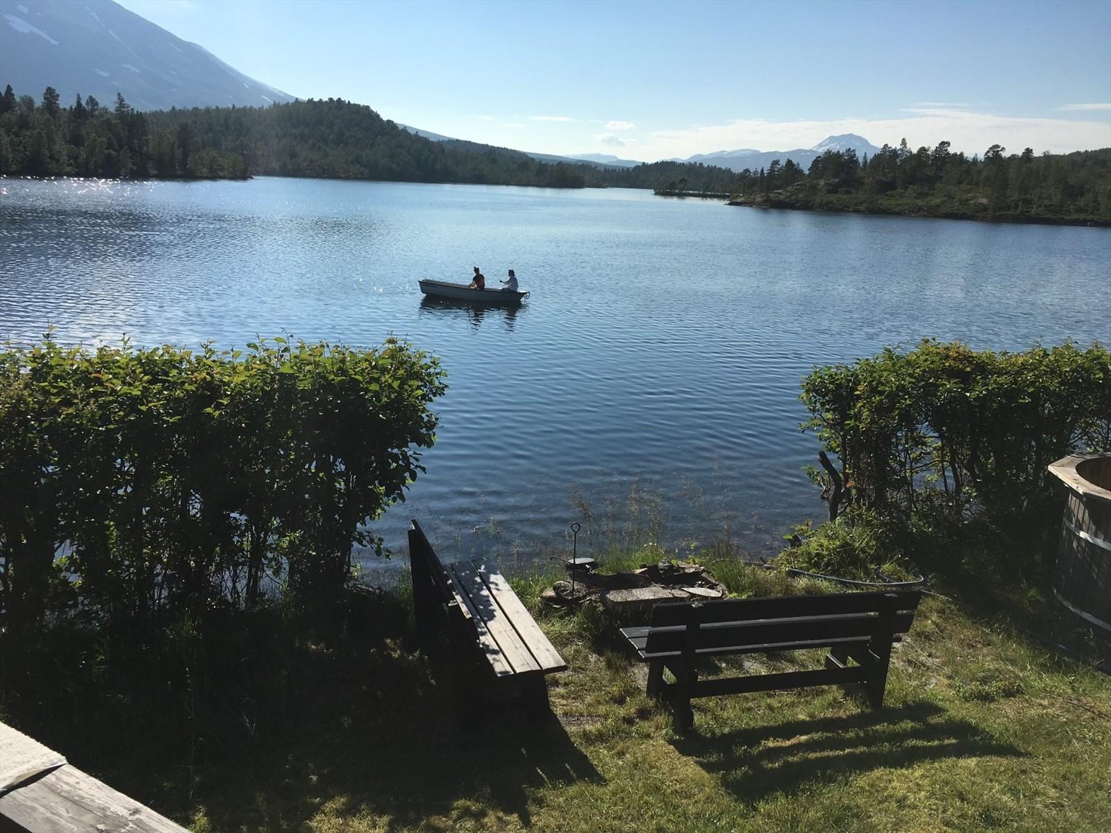 Idyll på vannet - utsikt fra verandaen