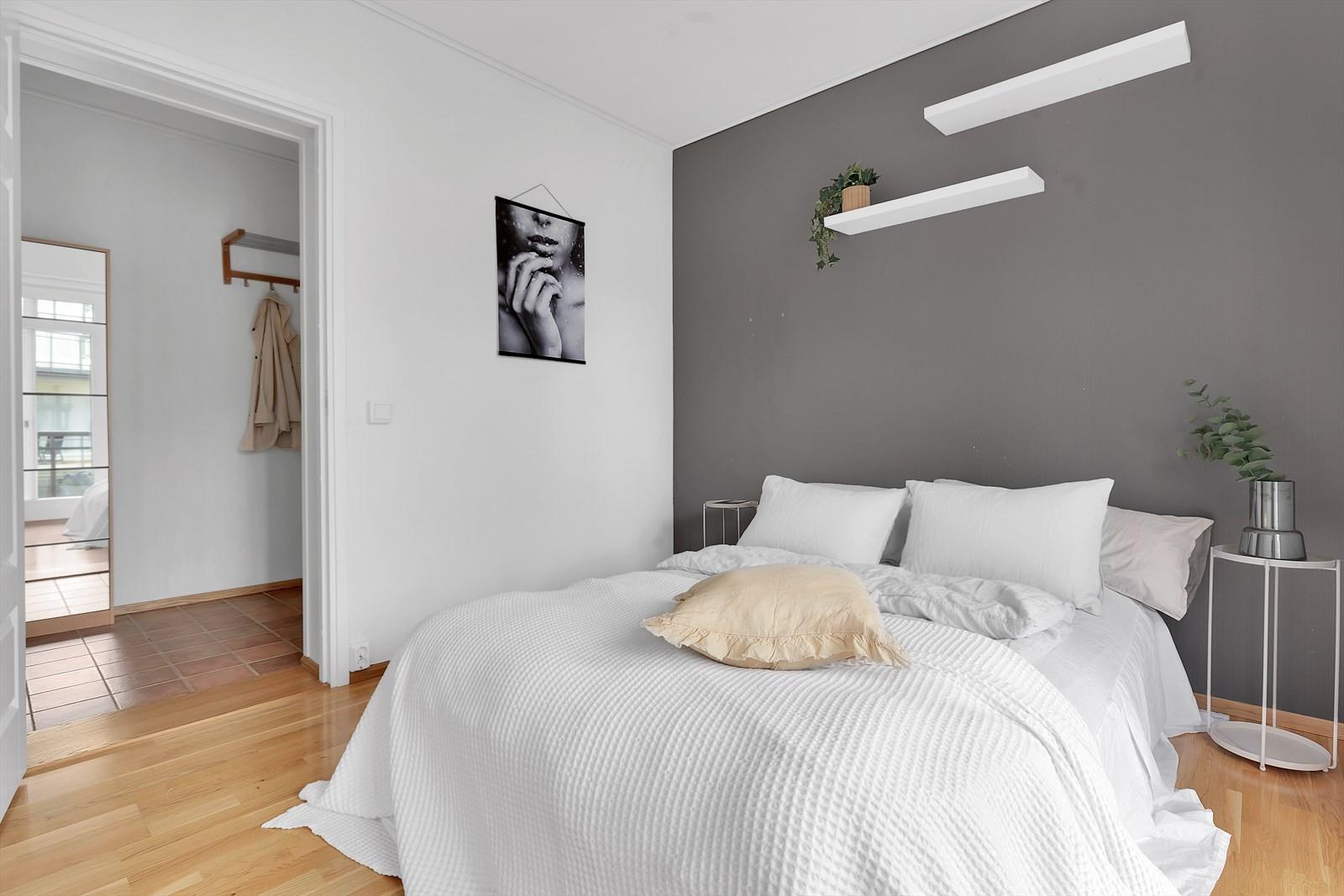 Boligen har 2 romslige og flotte soverom.