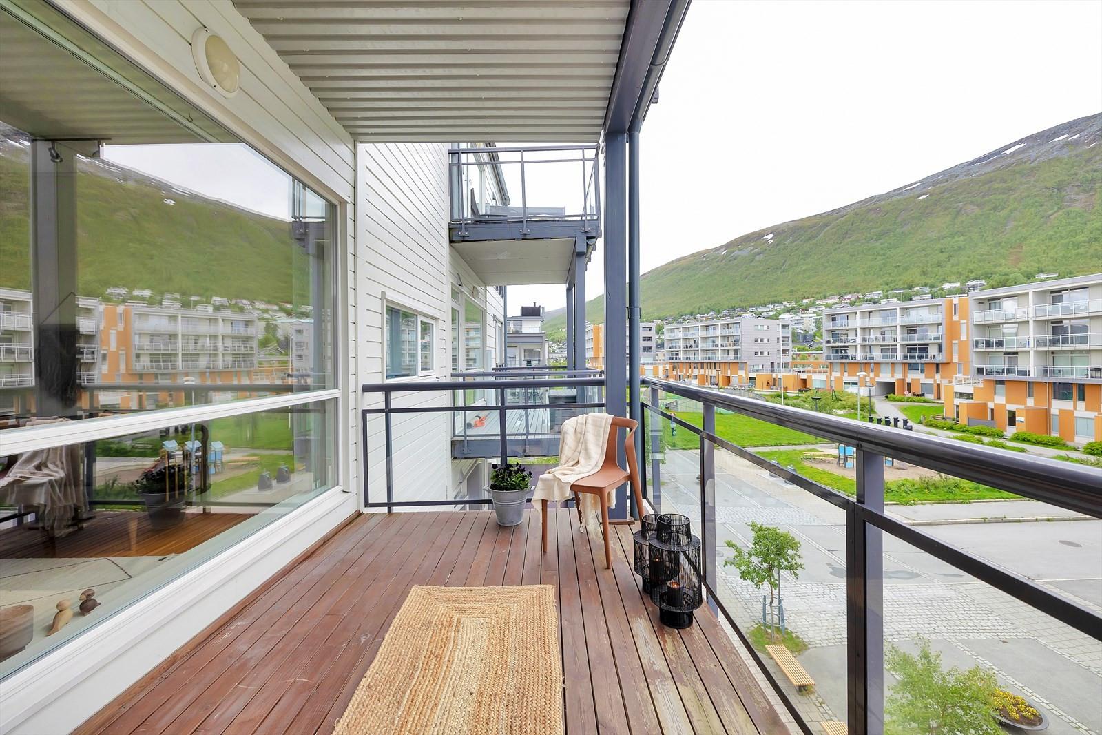 Fra stue er det en sørvest vendt balkong med veldig gode solforhold.