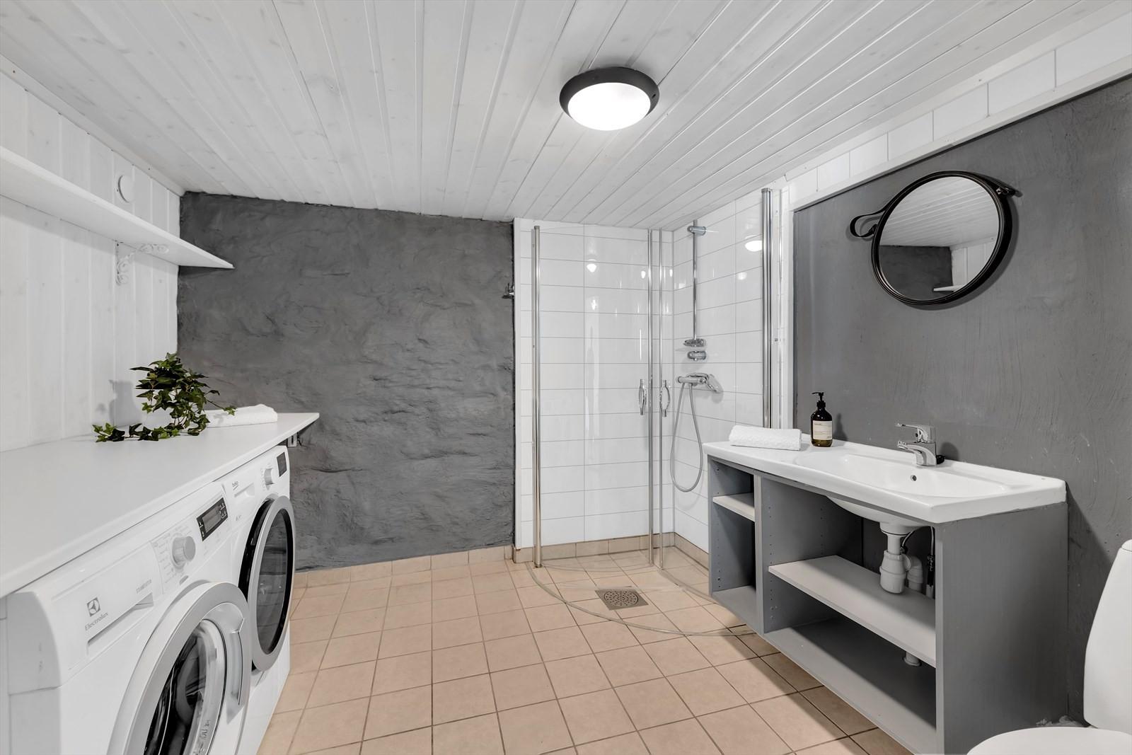 Badrom u. etasje m/ opplegg til vaskeløsning.