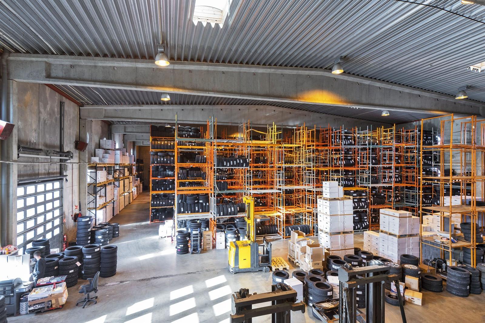 VARMTLAGER ca. 1750 kvm - Søylefri lagerhall med ca. 8m takhøyde