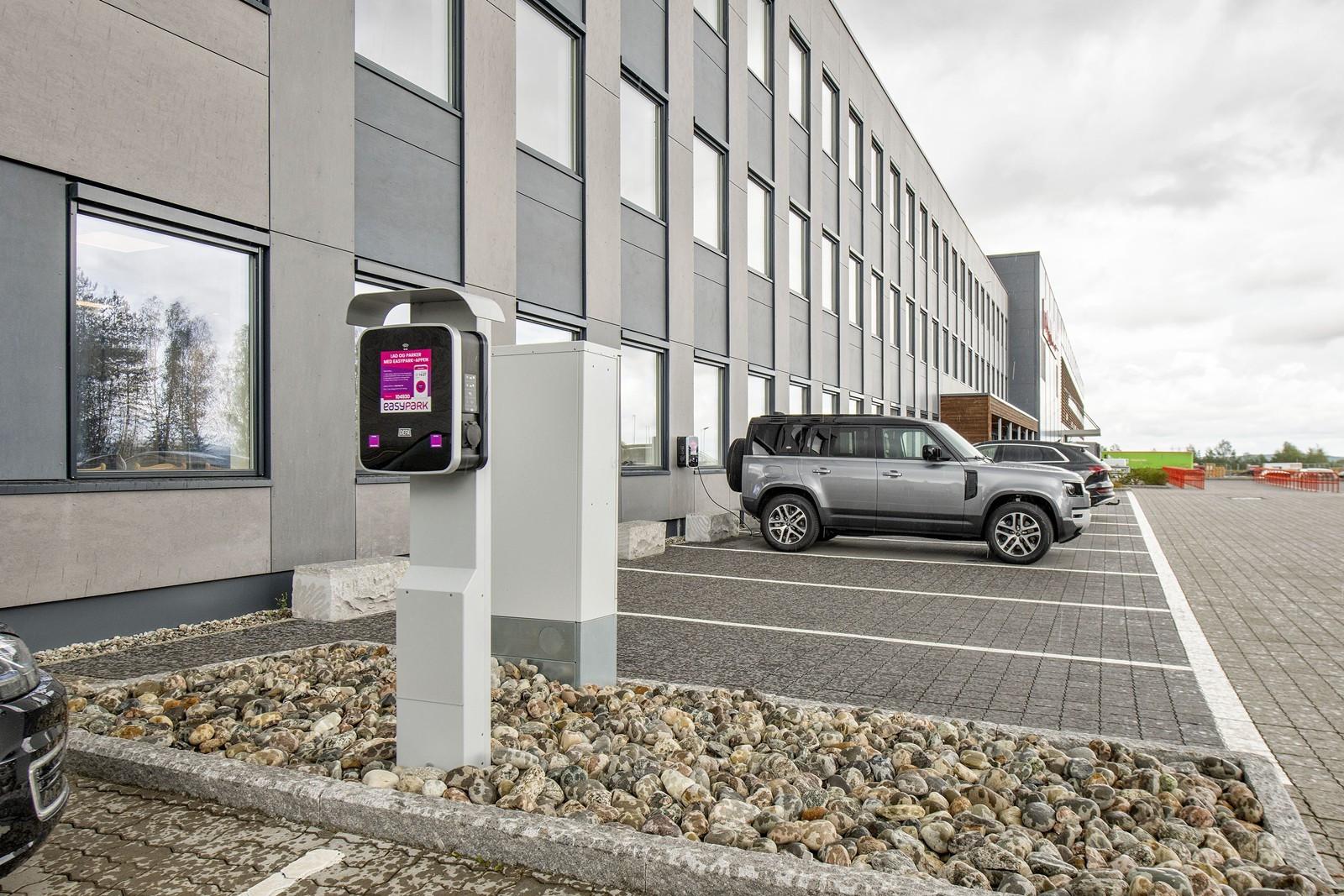 El-bil ladere tilgjengelig - Easy Park administrerer eiendommens el-parkering