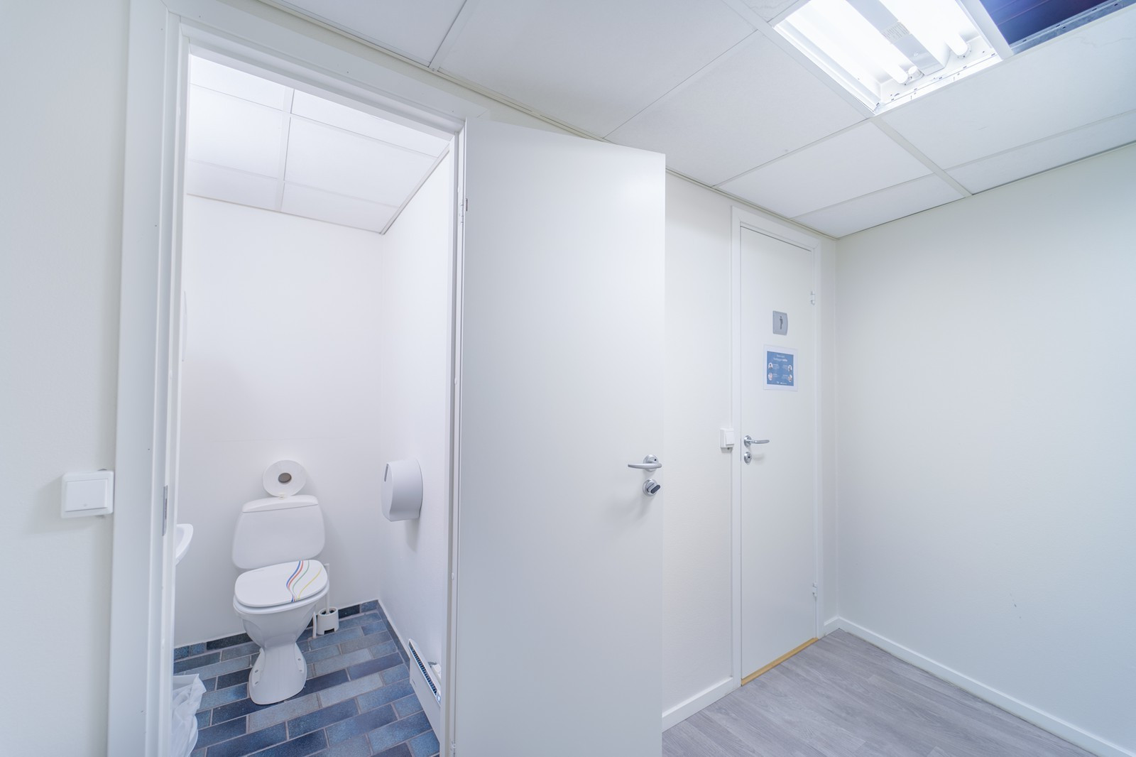 Garderobe med WC