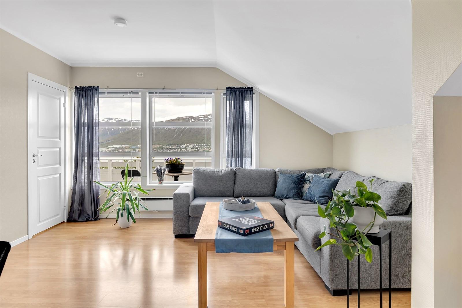 Dør til soverom - opprinnelig stue er delt av til soverom - lettvegg kan enkelt fjernes