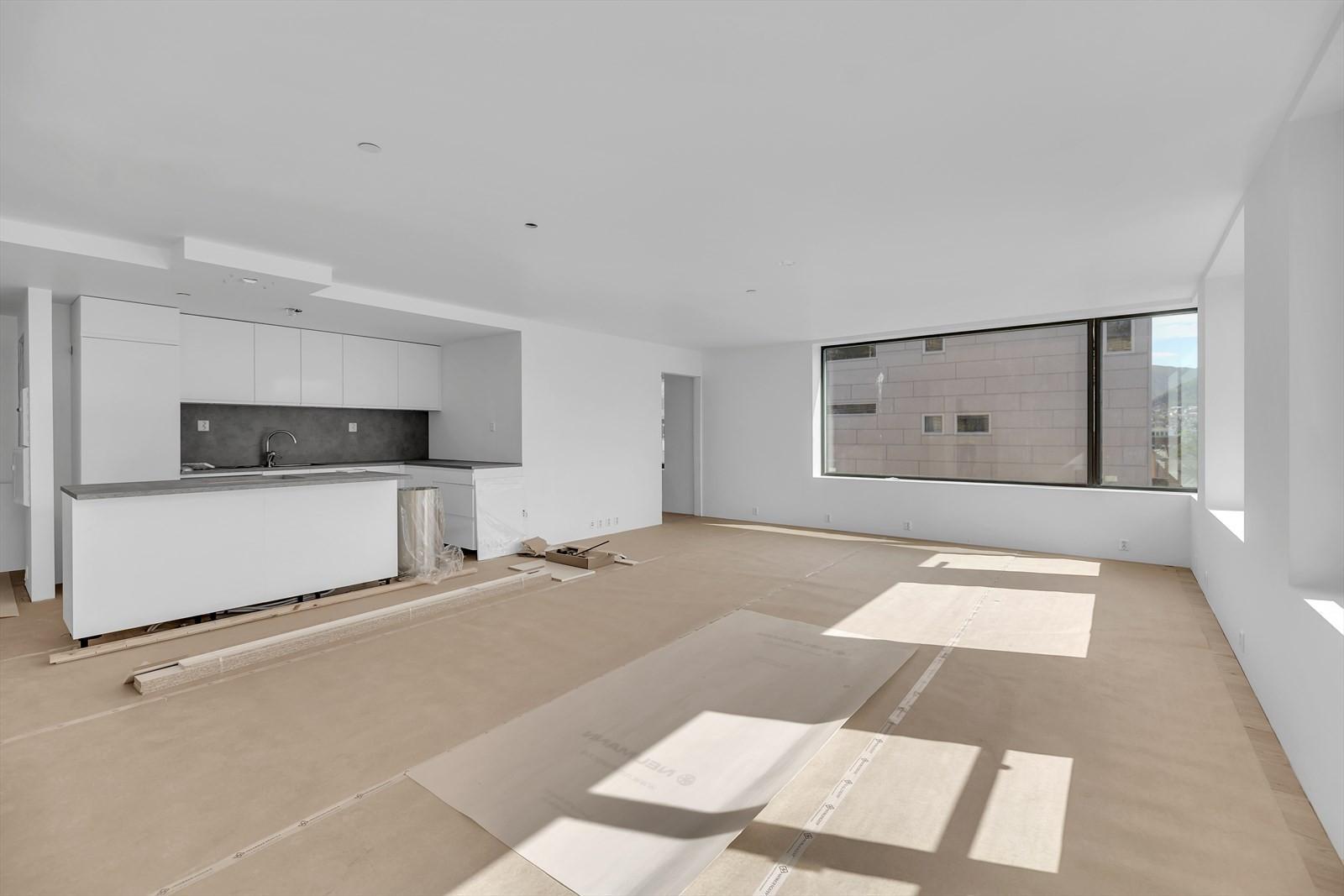 Kjøkken og stue med magiske lysforhold