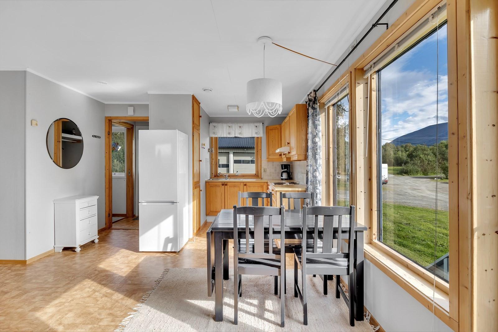 Åpen løsning med kjøkken og stue