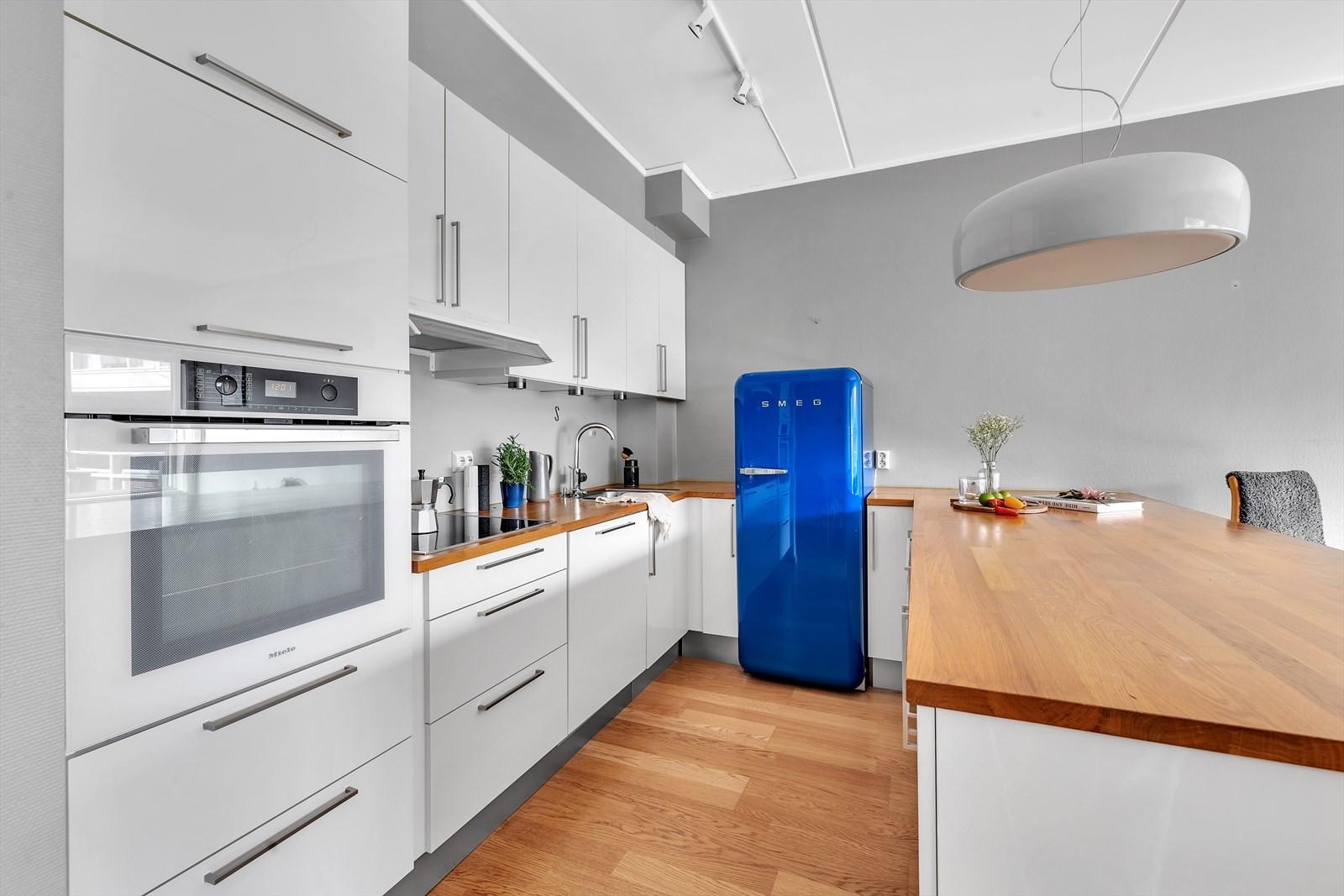 Integrert stekeovn, koketopp og oppvaskemaskin
