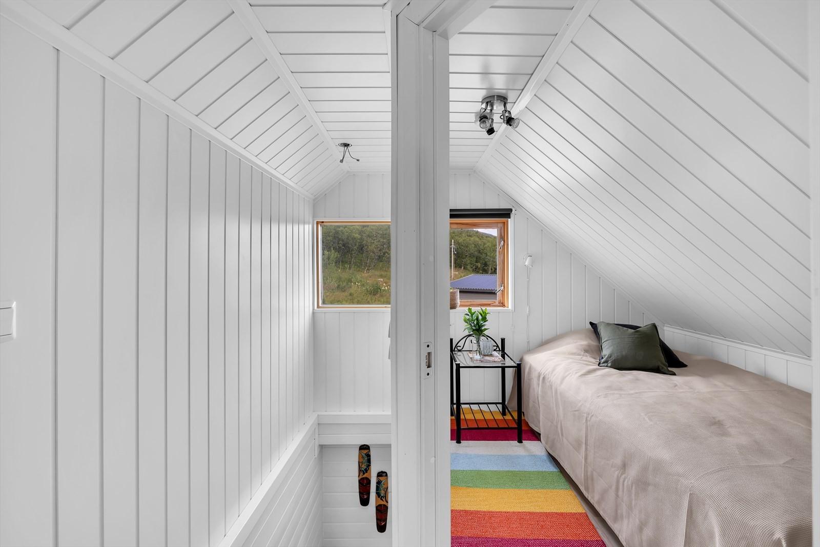 Trappeoppgang og soverom loft