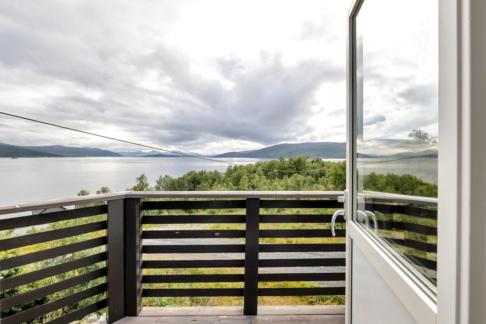 Utgang til sørvendt terrasse