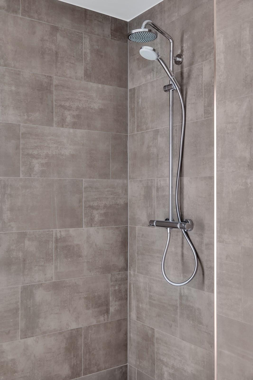 Fliser og dusj vist slik det blir -60*40 på vegg, på gulv 60*60