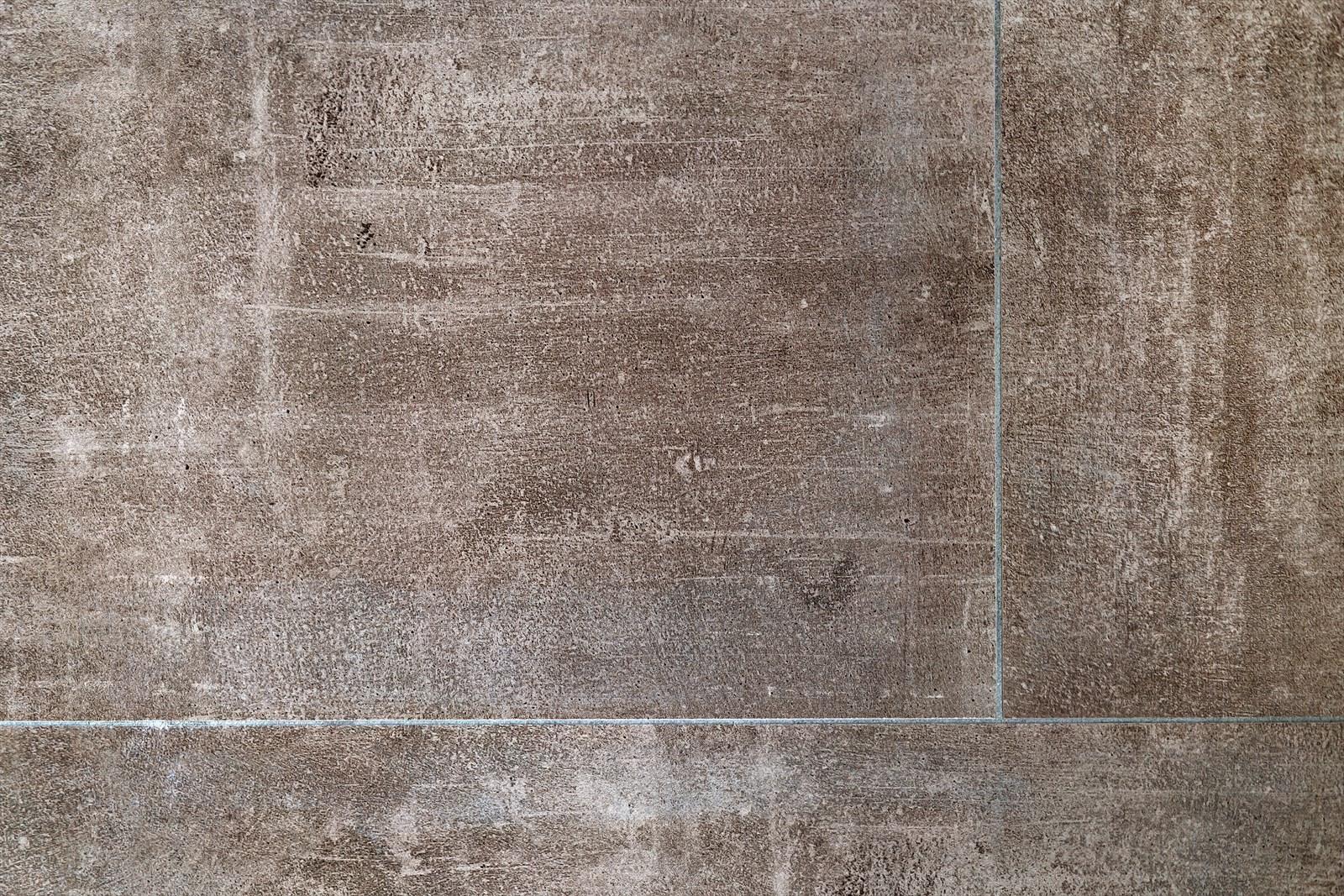 Fliser på bad og vindfang - finnes i grå og brun/beige