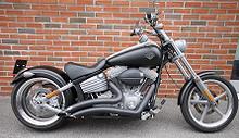 Harley-Davidson Softail Rocker FXCW - Sv matt 2009, 9500 km, kr 219000,-