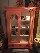 Trivelig rosa skap