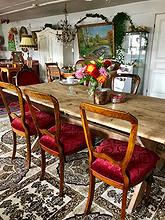 Vakre stoler med burgunder fløyelstrekk