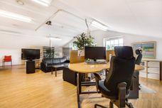 Arbeidstasjon i åpent kontorlandskap