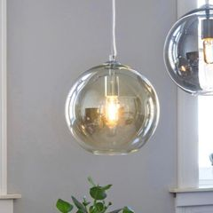 Glasskule lamper med stilig stor pære | FINN.no