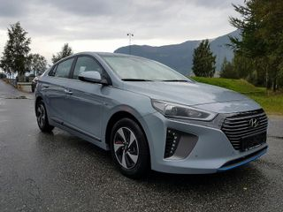 Hyundai Ioniq Plugg Inn Hybrid  Teknik m/skinn  2018, 3000 km, kr 330000,-
