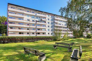 Lys og praktisk 3-roms endeleilighet med sentral beliggenhet-Solrik balkong-God off.kom.