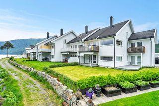 Flott beliggende leilighet langs Byglandsfjorden - nærhet til butikk, skole og barnehage - ingen boplikt